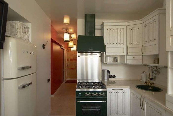 Холодильник в интерьере кухни: советы по выбору - 75 фото.