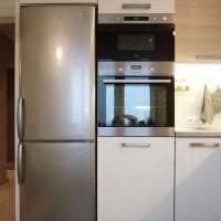 большой холодильник в интерьере кухни в черном цвете фото