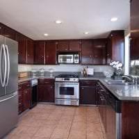 небольшой холодильник в стиле кухни в стальном цвете картинка
