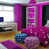 светлый стиль гостиной в фиолетовом цвете картинка