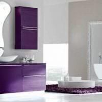 яркий дизайн квартиры в фиолетовом цвете картинка