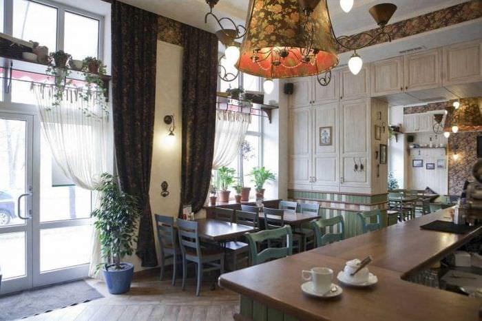 яркий интерьер гостиной в стиле гранж