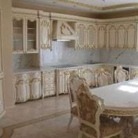 яркий стиль ванной в стиле барокко картинка