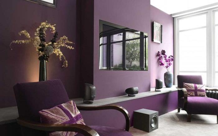 яркий декор квартиры в фиолетовом цвете