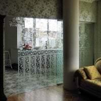 прозрачное стекло в декоре дома фото