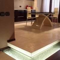 отражающее стекло в декоре спальни фото