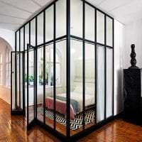 прозрачное стекло в дизайне гостиной картинка