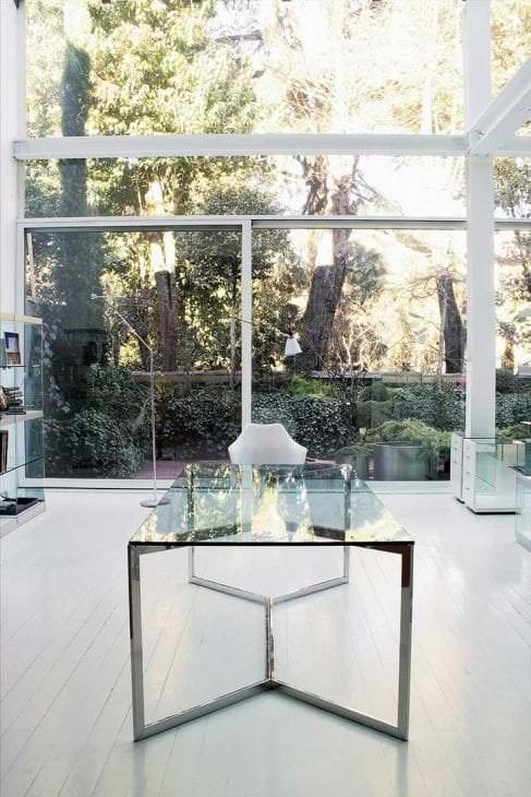отражающее стекло в интерьере квартиры