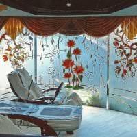 отражающее стекло в декоре спальни картинка