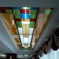 отражающее стекло в дизайне квартиры фото