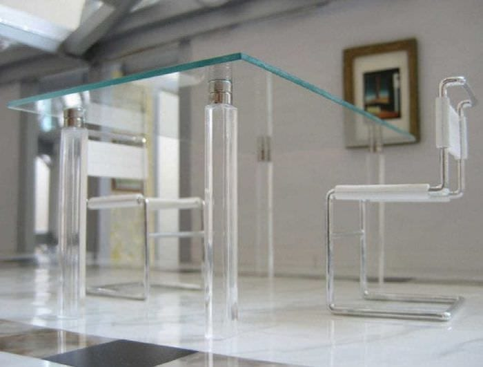 прозрачное стекло в декоре дома