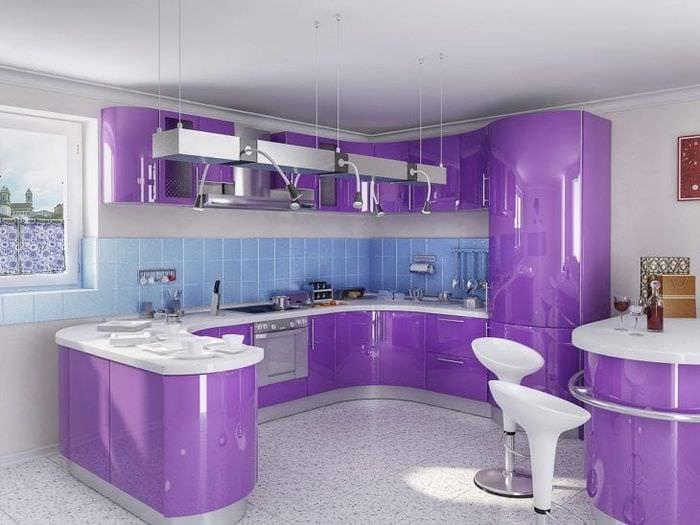 Удачные примеры дизайна кухни в сиреневом цвете