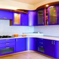 светлый декор кухни в фиолетовом цвете фото