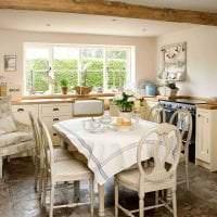 светлый интерьер кухни в стиле кантри фото