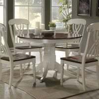 светлая белая мебель в интерьере кухни фото