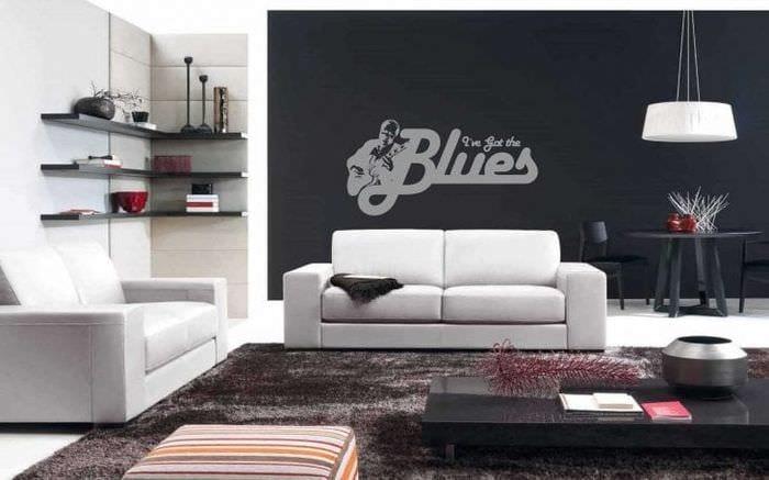 светлая белая мебель в дизайне спальни