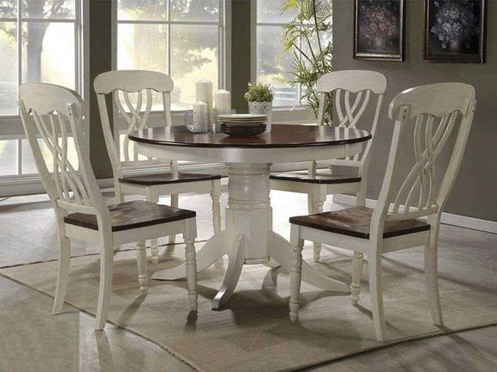 яркая белая мебель в дизайне коридора