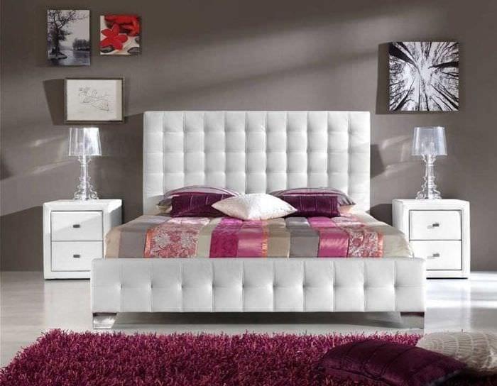 светлая белая мебель в декоре кухни