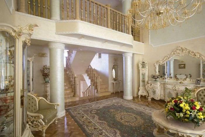 красивый декор коридора в стиле рокко