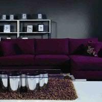 светлый фиолетовый диван в фасаде дома фото