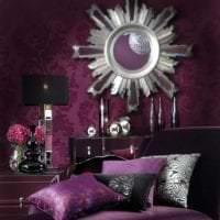 темный фиолетовый диван в стиле коридора картинка