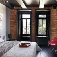 яркий дизайн гостиной в стиле лофт картинка