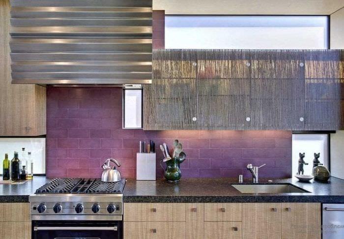 красивый декор квартиры в фиолетовом цвете