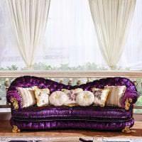 темный фиолетовый диван в фасаде коридора фото