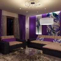 темный фиолетовый диван в фасаде гостиной фото