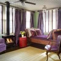 светлый фиолетовый диван в декоре спальни фото