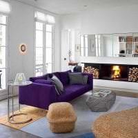 светлый фиолетовый диван в интерьере гостиной картинка