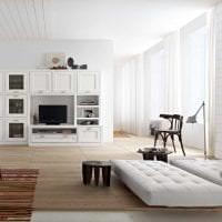 светлая белая мебель в декоре кухни картинка
