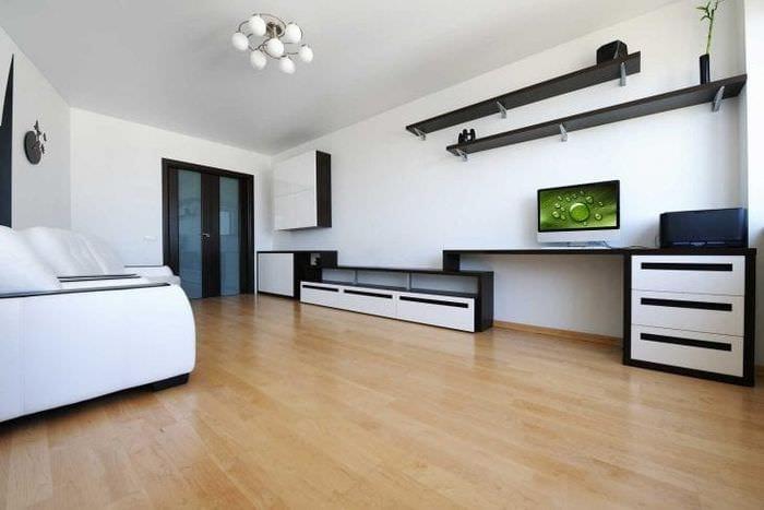 светлая белая мебель в дизайне квартиры