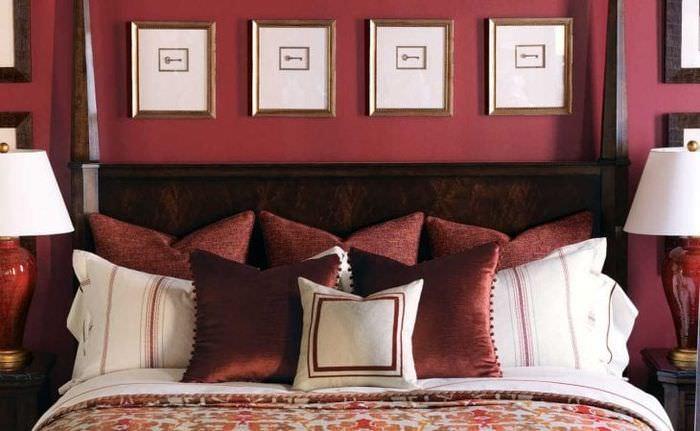 красивый бордовый цвет в дизайне прихожей