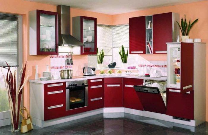 яркий бордовый цвет в декоре спальни