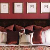 яркий бордовый цвет в декоре квартиры картинка