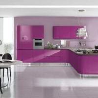 красивый декор кухни в фиолетовом оттенке фото