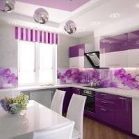 яркий стиль спальни в фиолетовом цвете фото