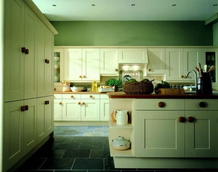 необычный фисташковый цвет в интерьере кухни