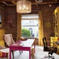 яркий декор гостиной в стиле фьюжн фото
