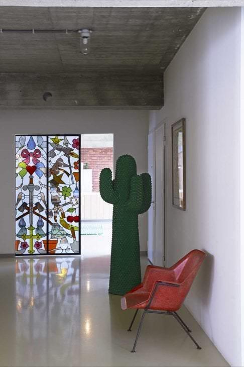 классический витраж в дизайне гостиной