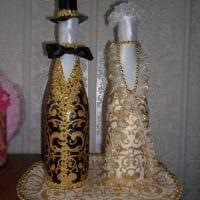 идея яркого декорирования бутылок шпагатом картинка