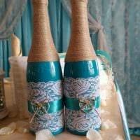 вариант красивого украшения стеклянных бутылок шпагатом фото