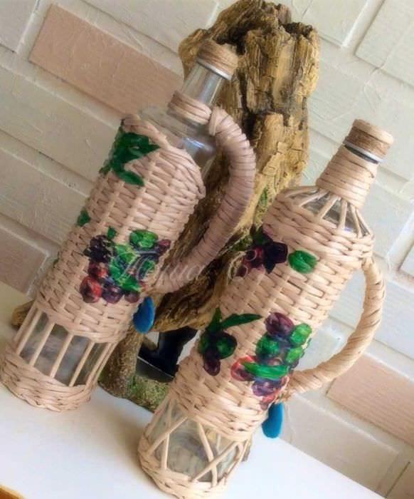 Плетение бутылок газетными трубочками