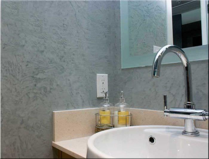вариант оригинальной декоративной штукатурки в декоре ванной комнаты
