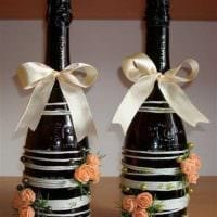 идея красивого украшения бутылок шампанского шпагатом фото