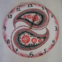 вариант необычного украшения часов своими руками картинка