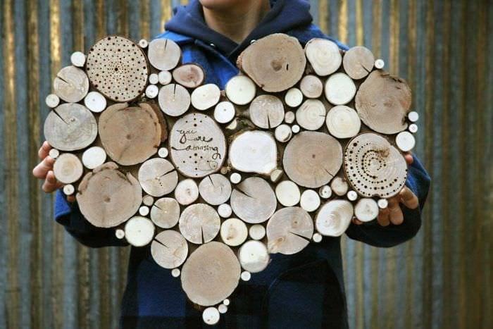 идея красивого декорирования помещения деревом своими руками