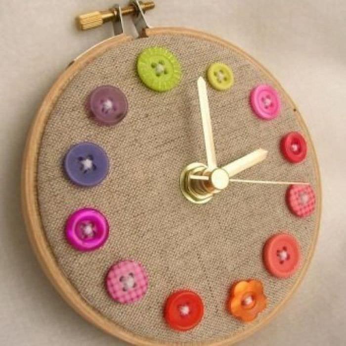 вариант оригинального оформления настенных часов своими руками