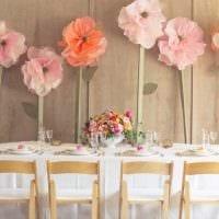 идея красивого декорирования комнаты бумагой картинка